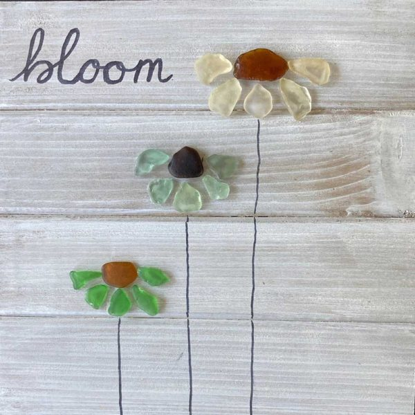 sea glass sign with 3 flowers